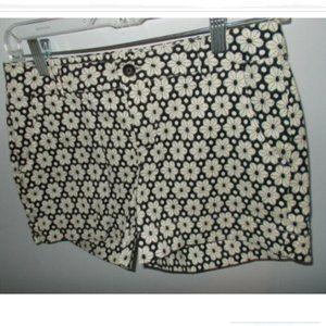 Black and white Daisy print shorts